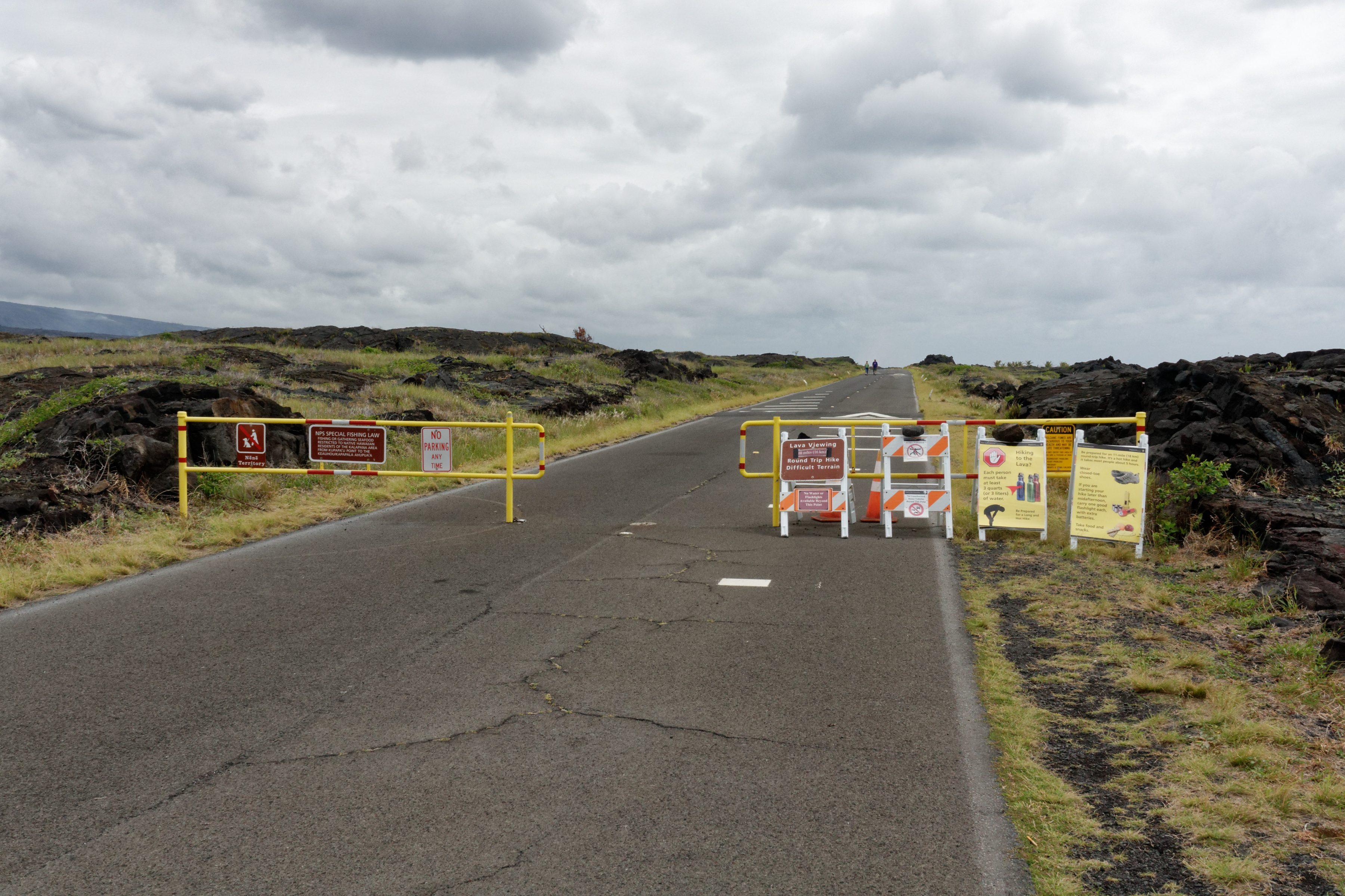 La route est fermée : seuls les piétons et les vélos sont autorisés
