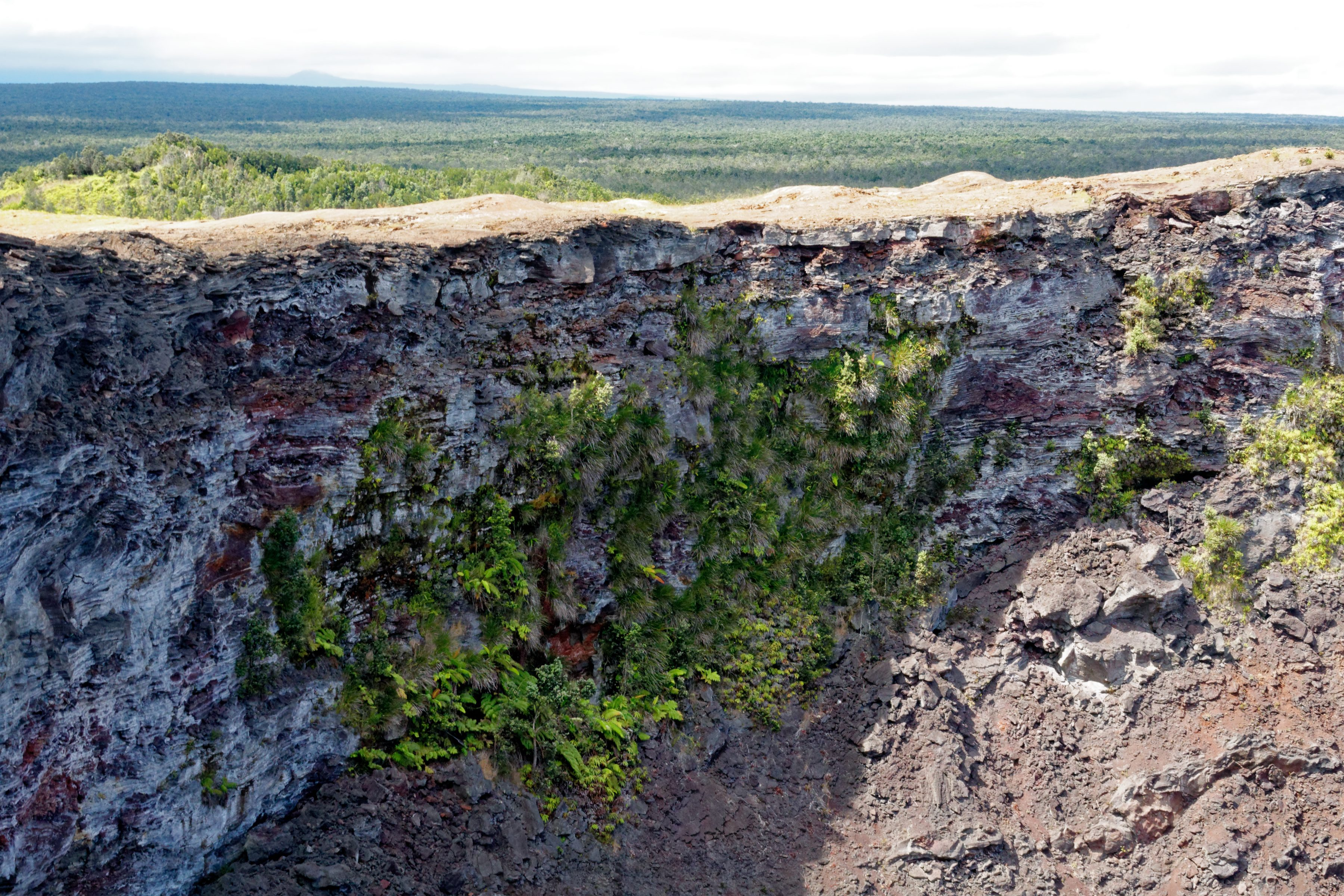 L'intérieur du cratère du Mauna Ulu