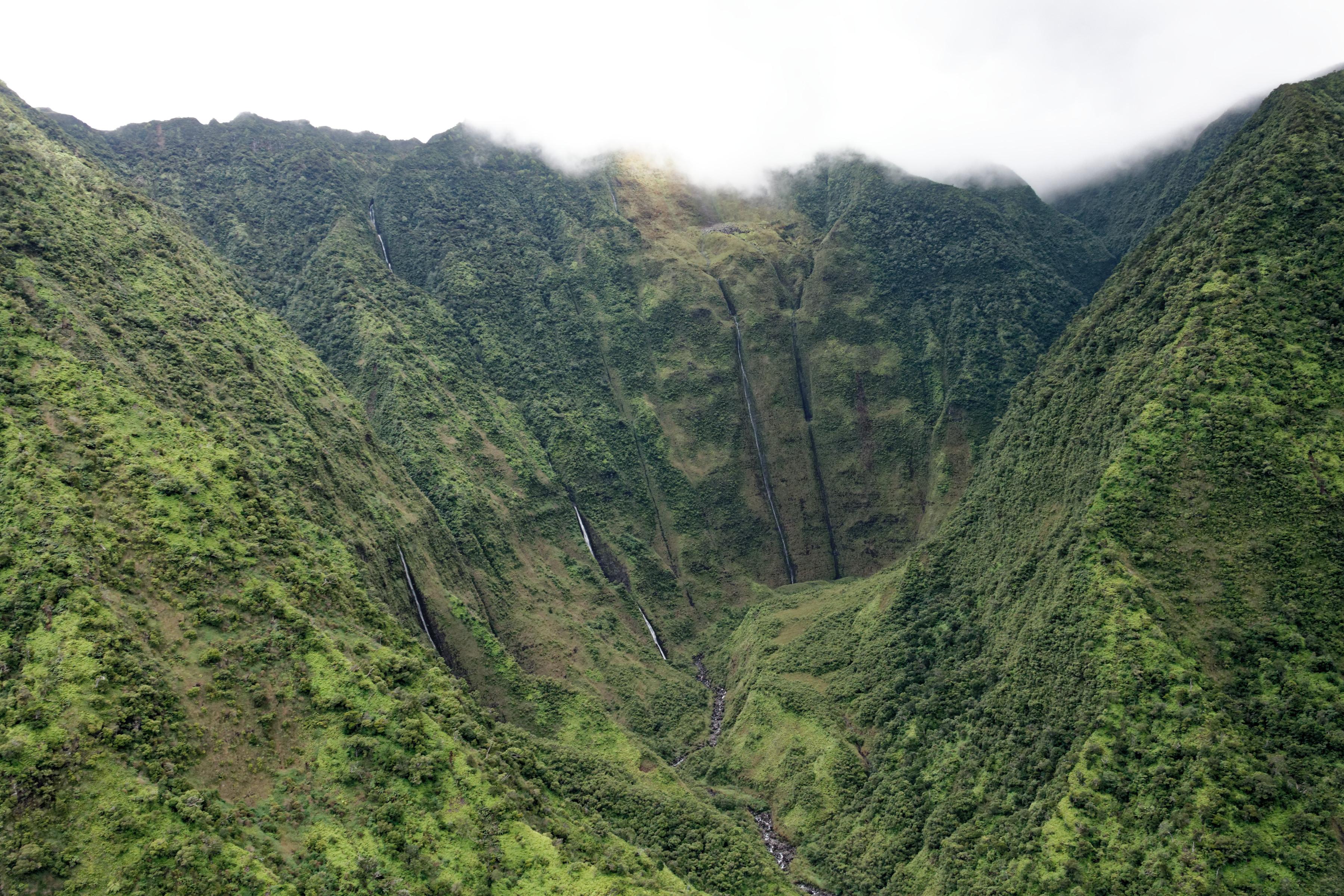Le fond d'un canyon et ses cascades à Kauai