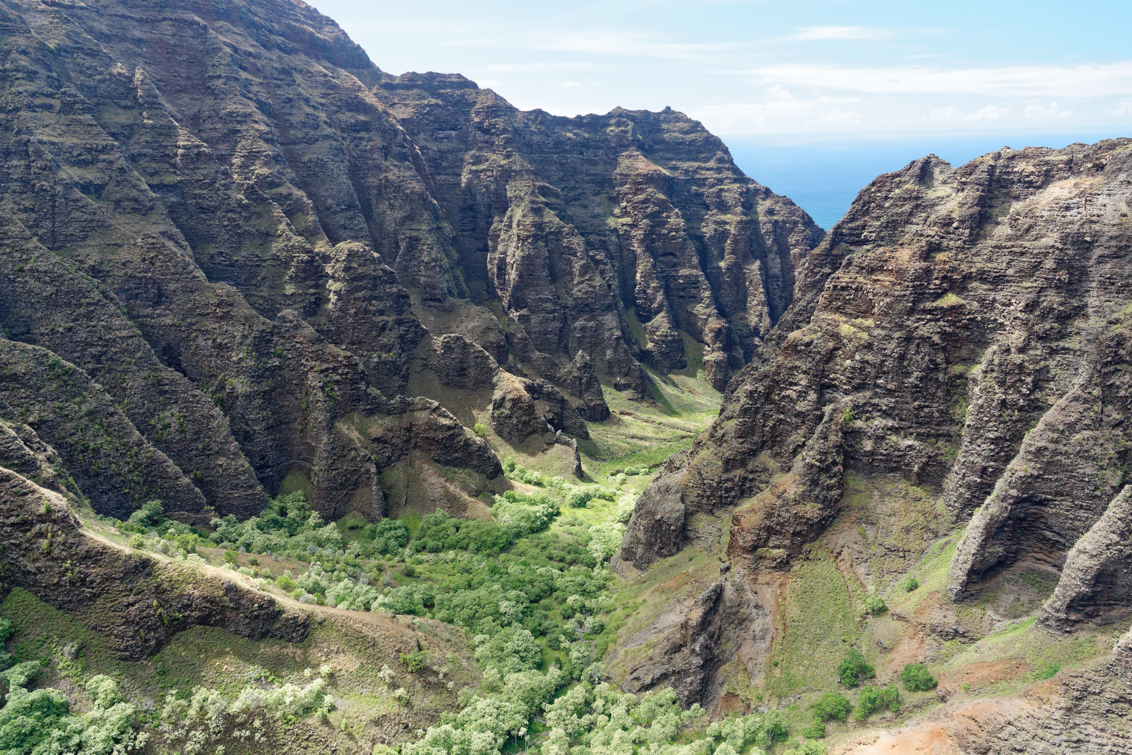 Un canyon de Kauai qui mène à l'océan