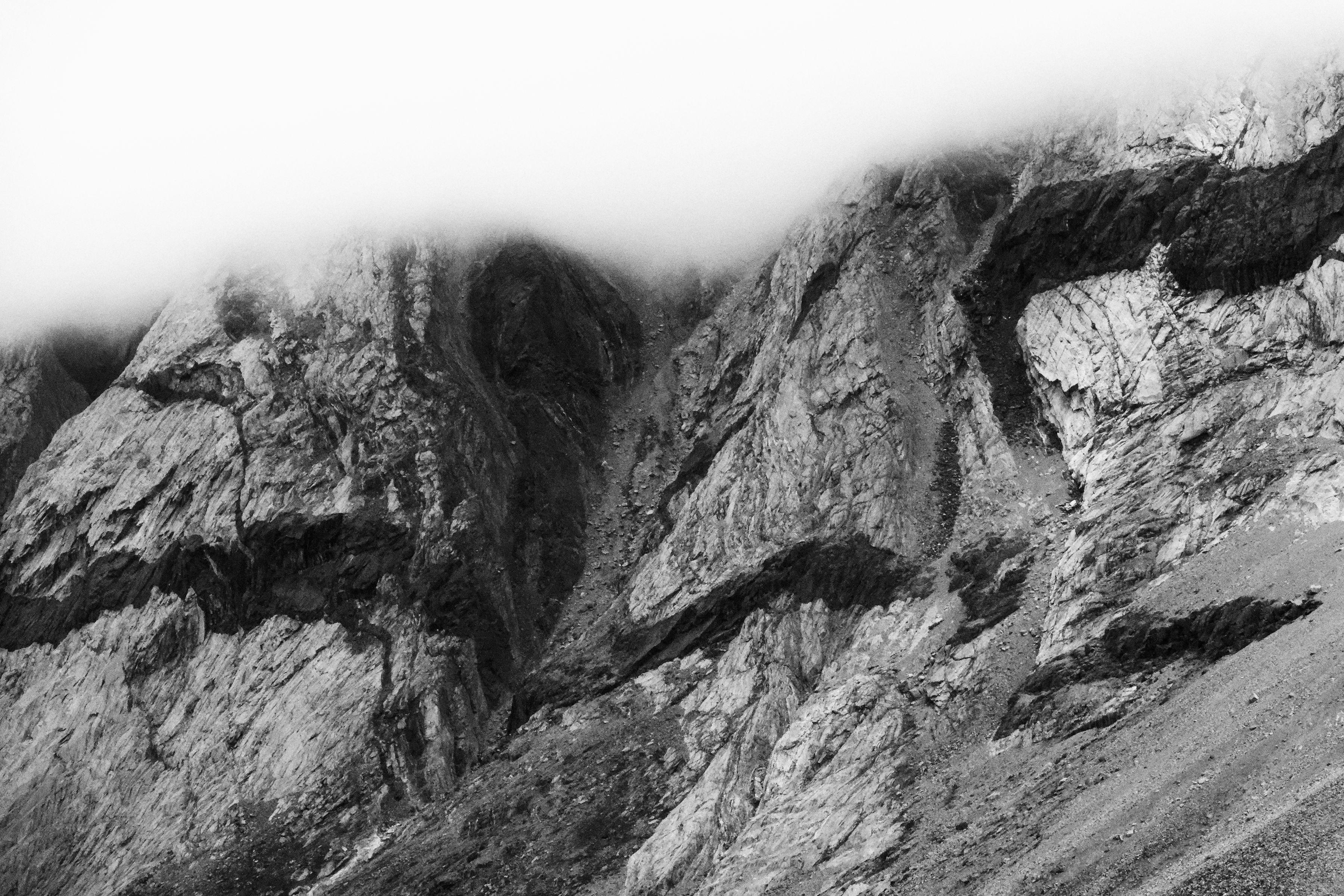 Les falaises du fjord de Kangerlussuaq, en N&B