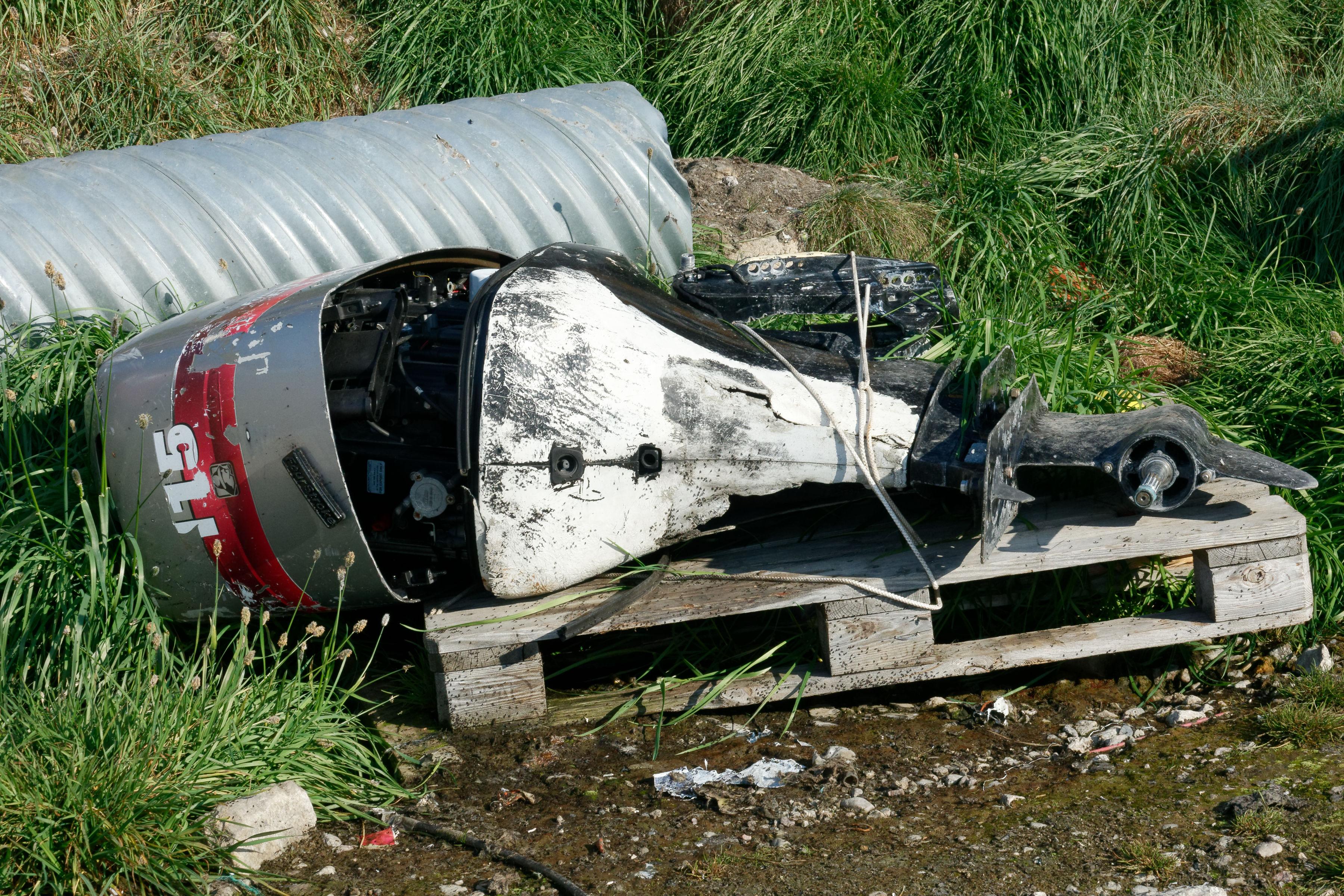 Les reste d'un moteur hord-bord