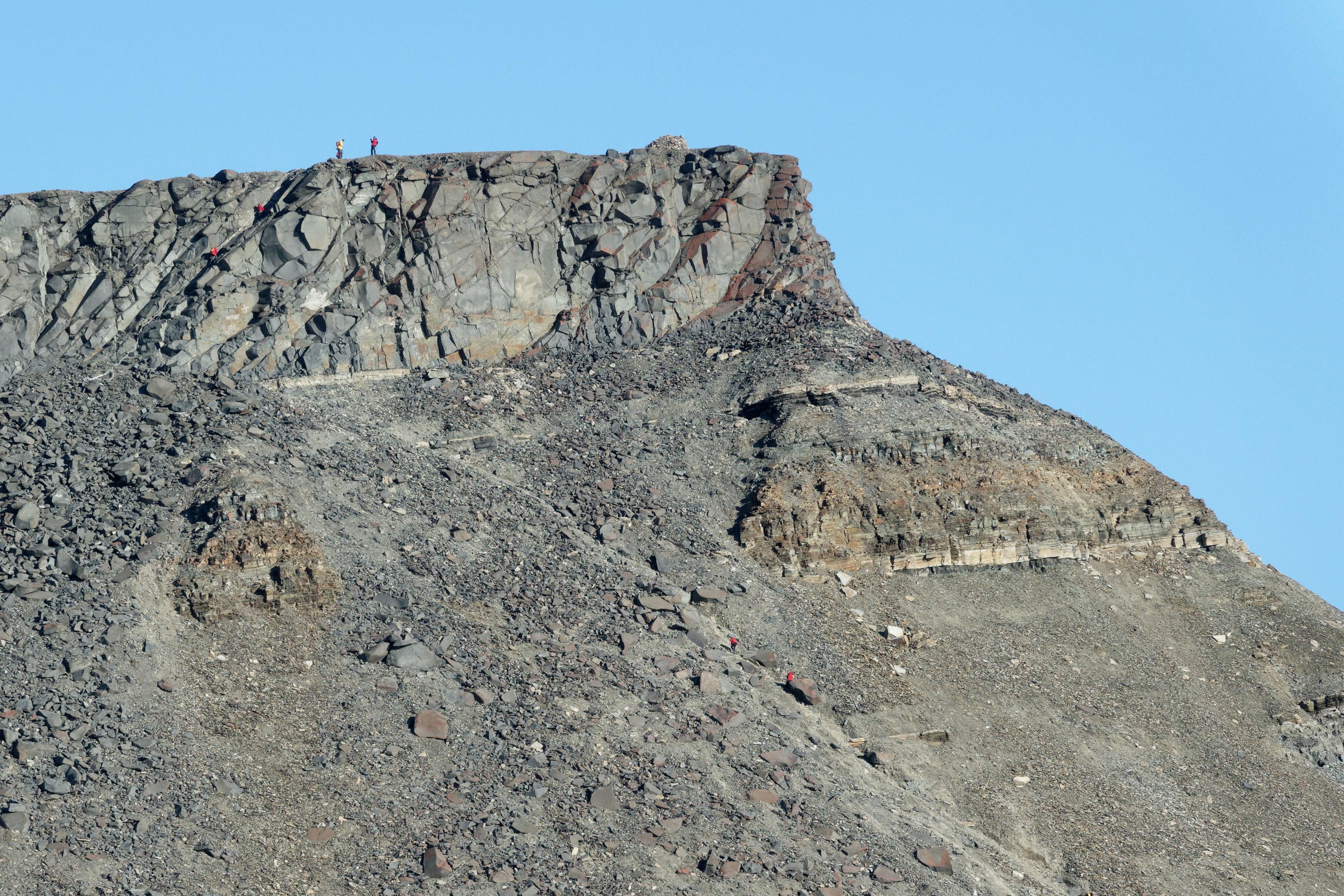 Le sommet du mont Dundas, accessible via une grosse corde