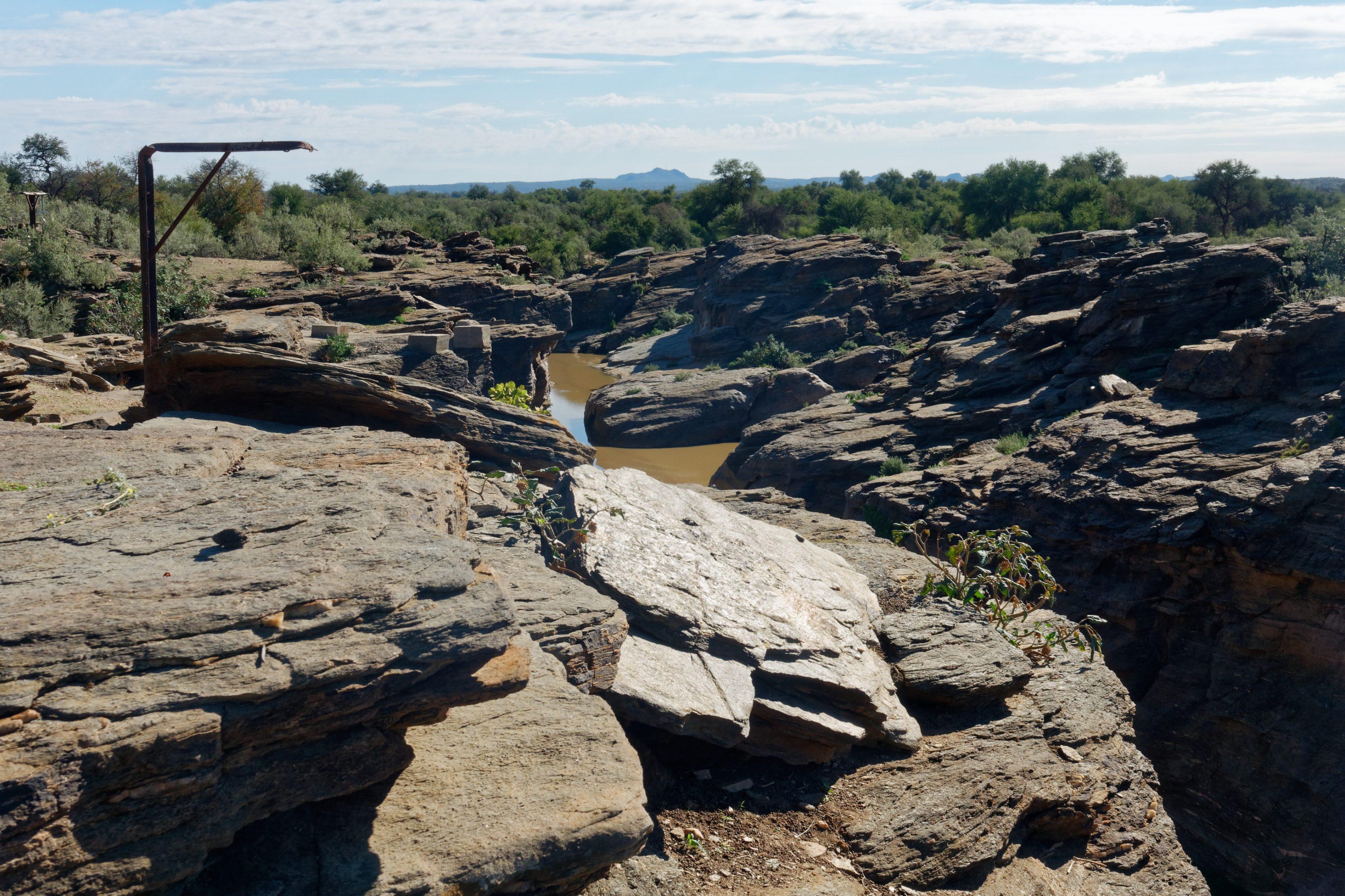 Au pied de Naankuse Lodge un reste de point d'eau bientôt asséché